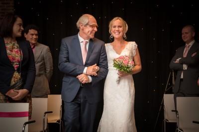 Bruidsfotograaf Boerderij Mereveld Vader en dochter bruid