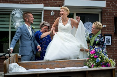 Bruid mag in de bakfiets
