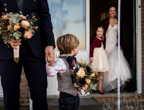 Kijk daar mama is de bruid